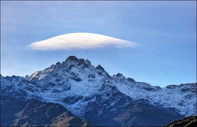 Pays : Venezuela Hauteur : 4 978 m Massif : Sierra Nevada de Mérida Première ascension : 1935. Domingo PeñaQuel est ce sommet ?