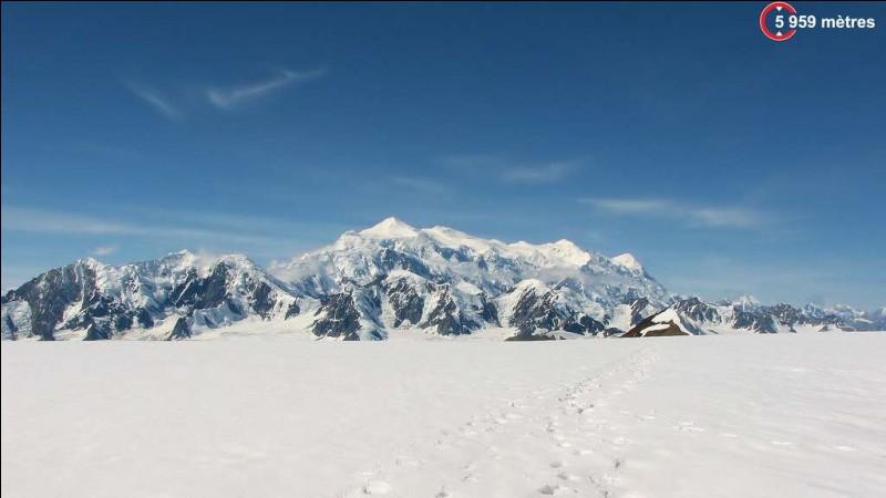 Pays : Canada Hauteur : 5 959 m Massif : Chaîne Saint-ÉliePremière ascension : 1925. Albert H. MacCarthyQuel est ce sommet ?