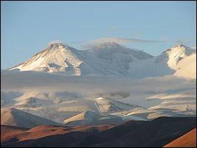 Pays : Argentine Hauteur : 6 792 m Massif : Cordillère des AndesPremière ascension : 1937. Stefan Osiecki et Jan SzczepanskQuel est ce sommet ?