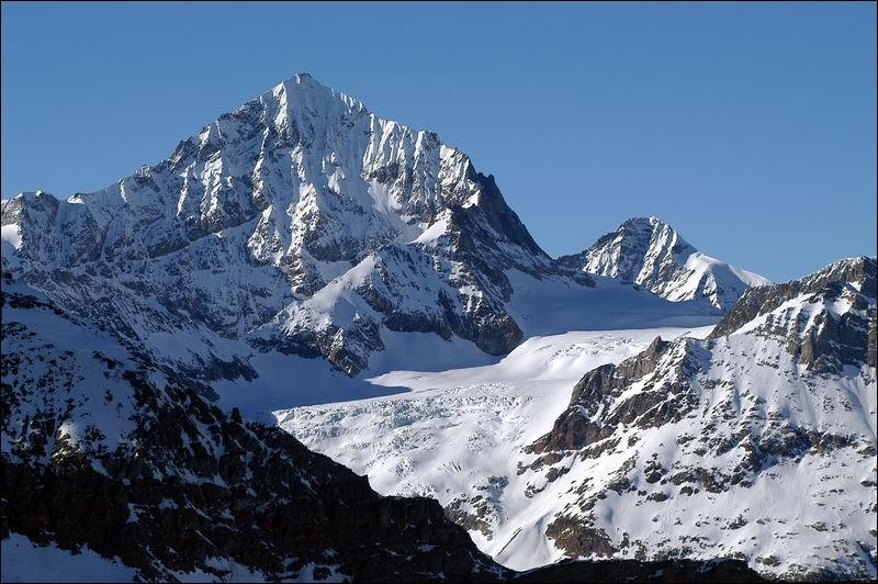 Pays : Suisse Hauteur : 4 357 m Massif : Alpes penninesPremière ascension : 1862. William Wigram et Thomas Stuart KennedyQuel est ce sommet ?
