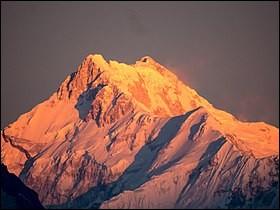 Pays : Népal et Inde Hauteur : 8 586 mMassif : HimalayaPremière ascension : 1955. George Band et Joe BrownQuel est ce sommet ?
