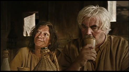 Avec qui la femme de Guethenoc confond-elle Arthur la première fois qu'elle le voit ?