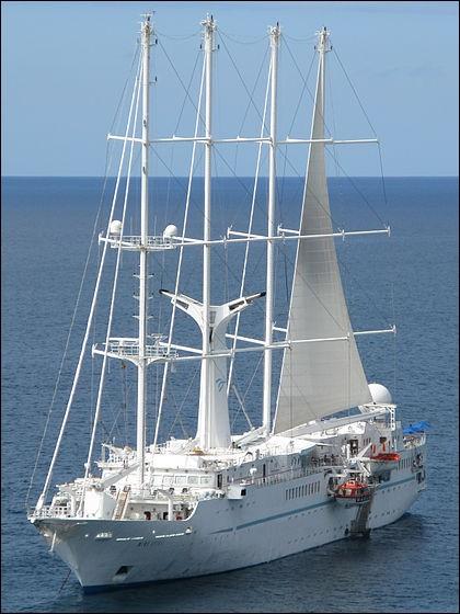 Cette goélette de 134 m (!) a 4 mâts : on la voit ici ancrée à Saint-Kitts, mais elle est enregistrée aux Bahamas. Elle possède 4 ponts et développe 2 000 m2 (computer-operated sails) avec ses 6 voiles et voiles d'étai. Son équipage de 101 marins peut accueillir confortablement 148 passagers.Quel est le nom de cette machine à vent qui peut atteindre 15.8 noeuds ?