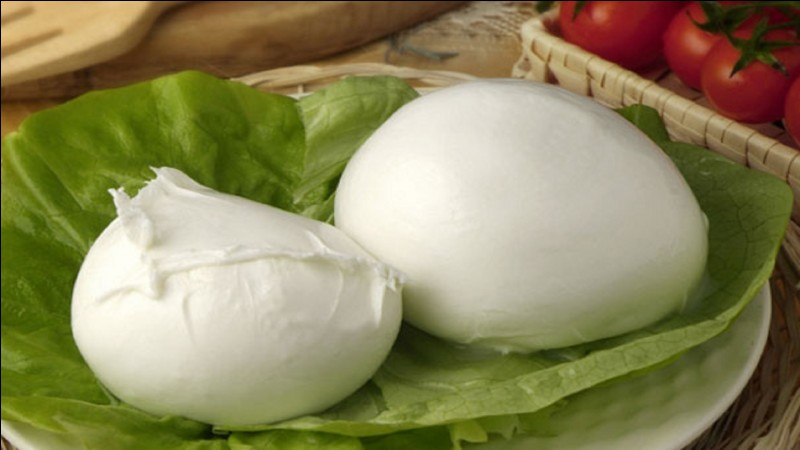Avec le lait de quel animal fabrique-t-on l'authentique mozzarella ?