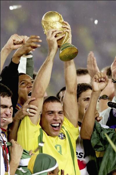 Ronaldo a-t-il marqué deux buts lors de la finale de 2002 ?