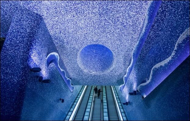 Quelle station du métro napolitain est considérée comme l'une des plus belles en Europe ?