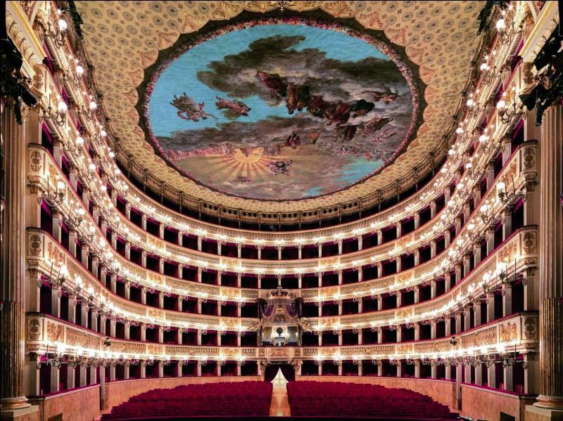 Quel opéra se trouvant à Naples est le plus ancien en Europe ?