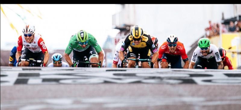 Peter Sagan remporte une nouvelle fois le classement par points et bat le record de maillots verts d'Erik Zabel. Le Slovaque a remporté son quantième maillot vert ?