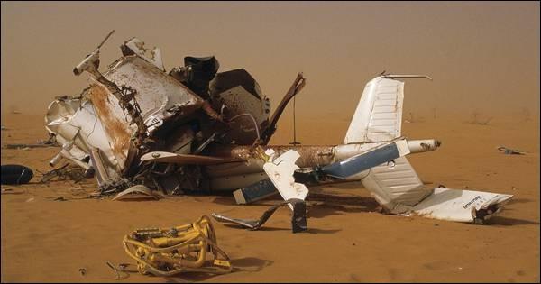 L'hélicoptère fait plusieurs loopings en plein désert, s'écrase, et se désintègre. C'était en 1986, et Daniel Balavoine trouva la mort dans ce tragique accident. Dans quel pays ?