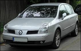 Cette Renault au design douteux et à la fiabilité incertaine n'aura pas eu beaucoup de succès. Quel est ce modèle ?