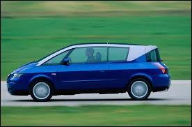 Cette Renault, qui n'est ni un coupé, ni une berline, ni un monospace, semble pourtant venir de l'espace ! Quel est ce modèle ?
