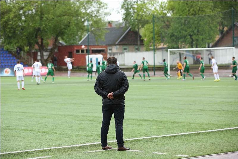 Qui est l'entraîneur actuel ?