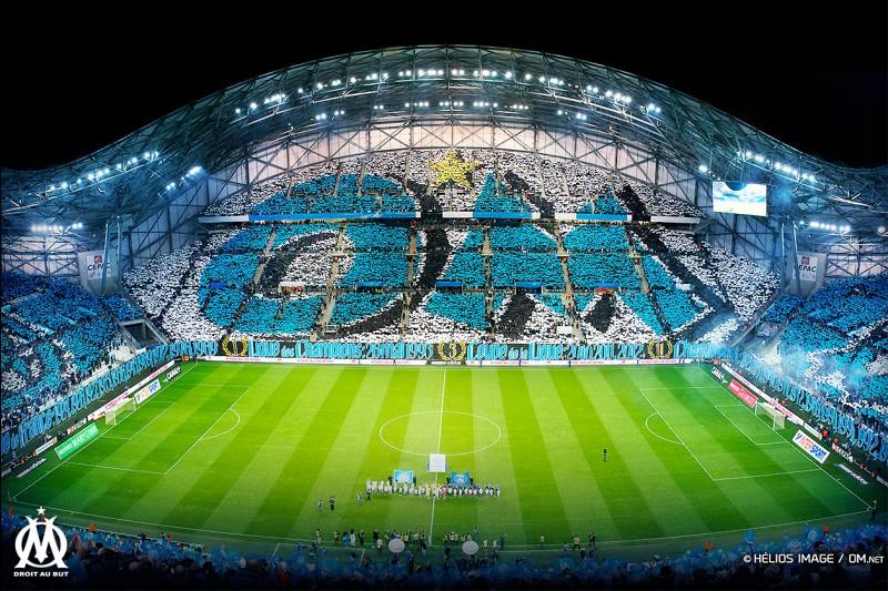 Combien y a-t-il de places au stade Vélodrome ?