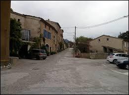 Nous terminons notre balade dans la Drôme, à Saint-Roman. Nous sommes en région ...