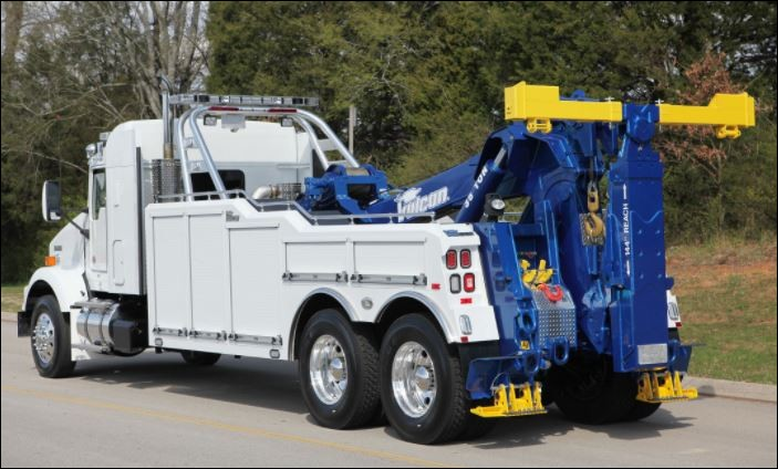 L'ensemble des véhicules qui composent le convoi peuvent à tout moment rencontrer des problèmes de mécanique. C'est pour cela que ce camion est présent. Quel est son nom en anglais ?