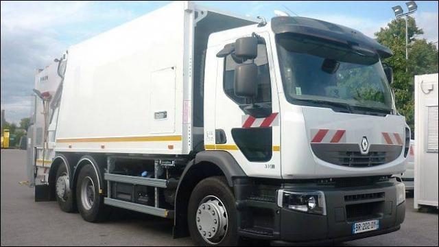 Sur un chantier, il n'est pas rare que nos ouvriers aient des déchets à jeter, pour éviter de polluer, ce camion qui ne sent pas la rose fait partie intégrante du convoi. C'est un...