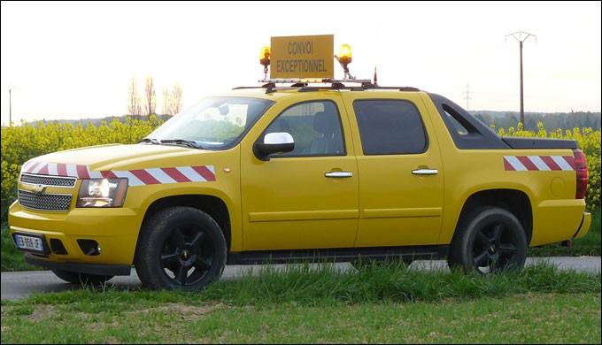 Le premier est un véhicule qui est en avant du convoi, pour faciliter l'avancement de celui-ci. Il s'agit...