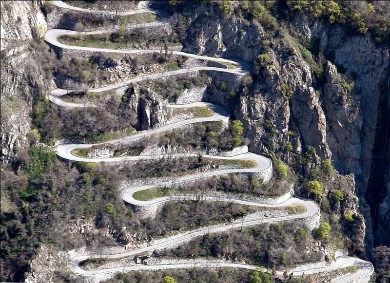 """""""Par rapport à la plaine, les trois étapes de montagne proposent des cols plus hauts""""."""