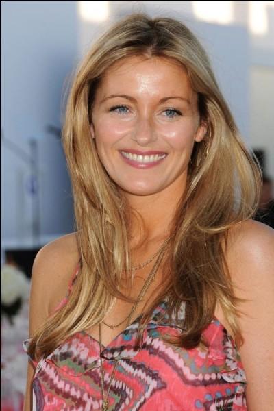 Qui est cette Louise, actrice anglaise célèbre pour son rôle de Sofia Curtis dans la série télévisé les Experts ?