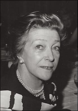 Qui est cette Louise, journaliste, écrivain, poétesse, romancière et scénariste ?