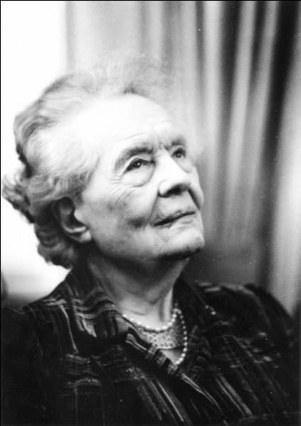 Qui est cette Louise, journaliste, femme de lettres, féministe, femme politique, militante pour la paix et la construction européenne ?