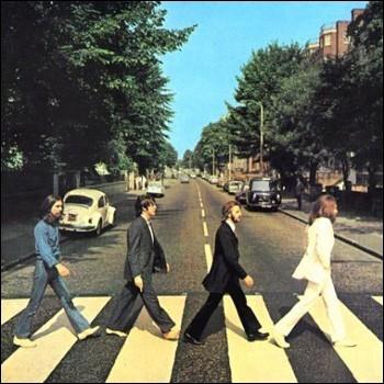 Quel est le seul Beatle aux yeux bleus ?