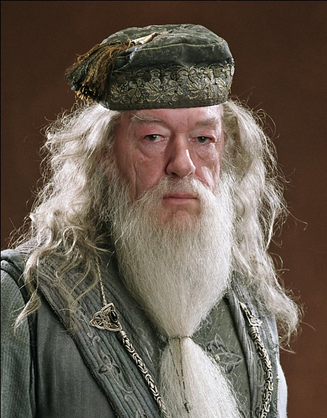 Quel est le nom complet du professeur Dumbledore ?