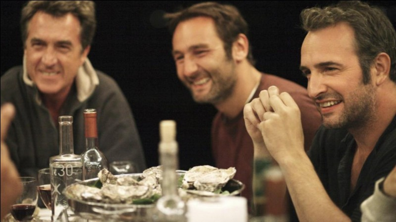 """Le réalisateur du film """"Les petits mouchoirs"""" (2010) est Guillaume Canet."""