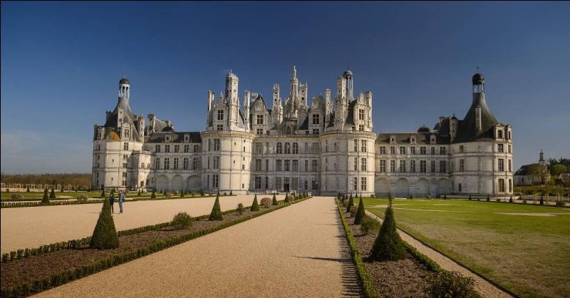Le château de Chambord se situe dans le département de la Haute-Loire (43).