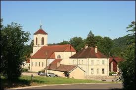 Village Doubien, Cour-Saint-Maurice se situe en région ...