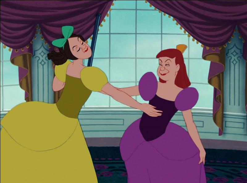 Les demi-sœurs de Cendrillon se nomment Anastasie et Javotte.