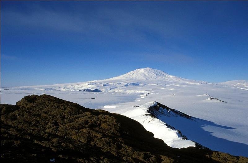 Le mont Erebus est un volcan d'Arctique.