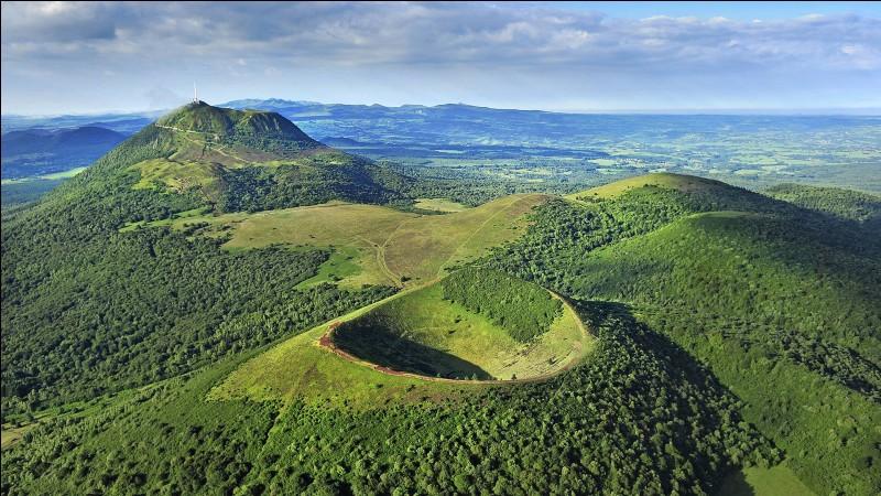 Dans quelle région de France trouve-t-on des volcans ?