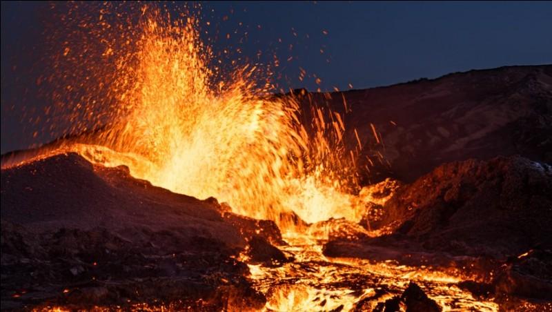 Quel est le nom du volcan de l'île de la Réunion ?