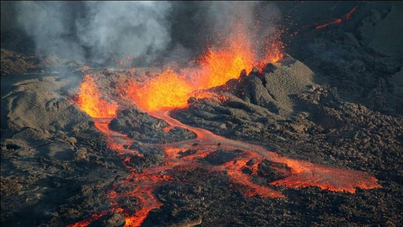 Un volcan qui se réveille est...