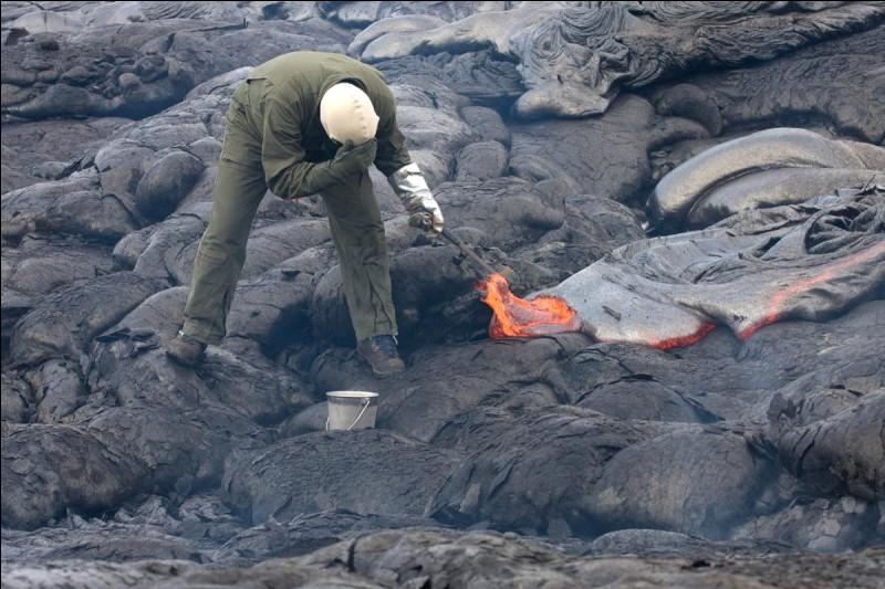 La science des volcans est...