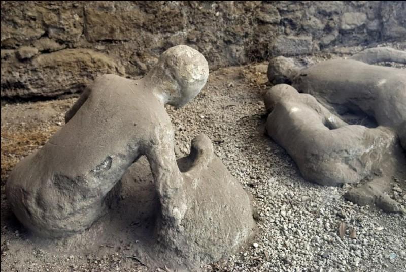 Dans l'Antiquité romaine, quel volcan a causé la destruction de la ville de Pompéi ?