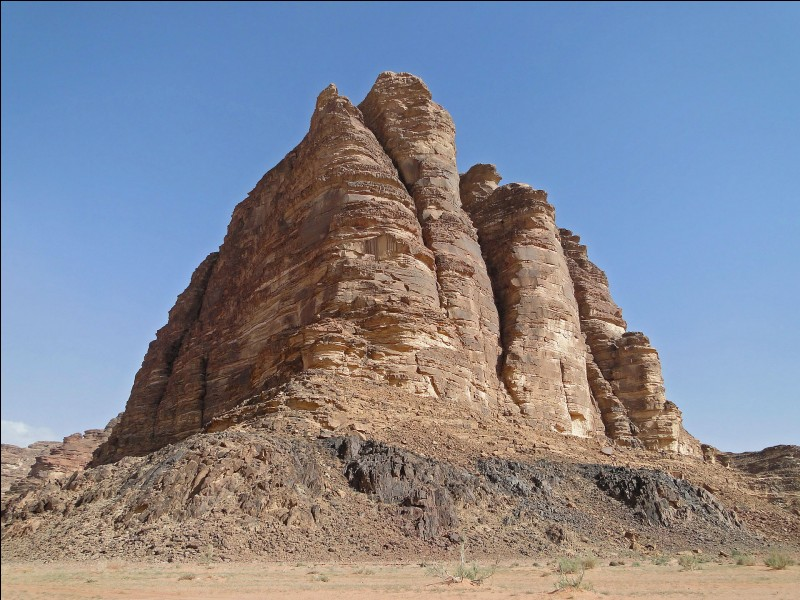 Dans quel pays, le rocher des 7 piliers de la sagesse se situe-t-il ?