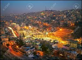 À l'époque romaine, elle était appelée « Philadelphia ». Dans la Bible, elle se nomme « Rhabbat ». Quel est le nom actuel de cette ville ?