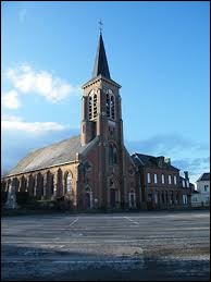 Nous sommes devant l'église Saint-Vandrille de Dargnies. Commune Samarienne, elle se situe en région ...