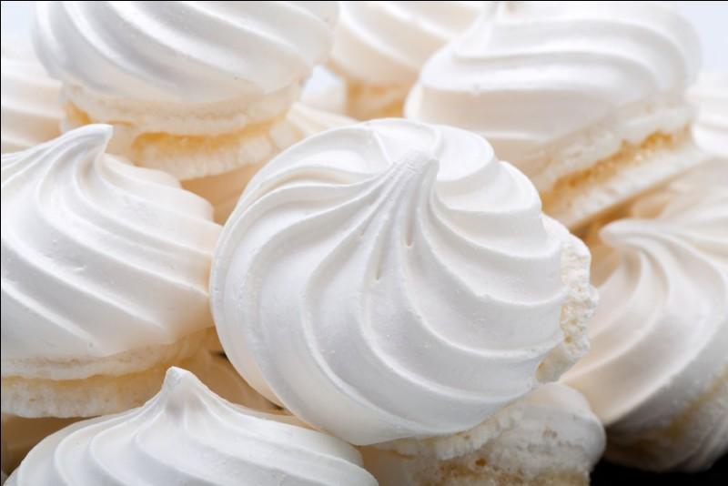 Quelle est cette pâtisserie à base de blancs d'oeufs et de sucre ?