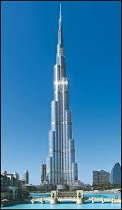 Quel est le noms de cette tour très connue située en plein centre ville de DubaÏ ?