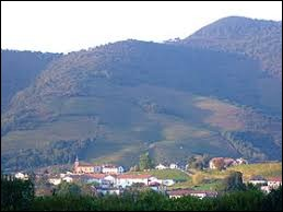 Je vous propose une balade dans le Pays Basque, à Ispoure. Village du pays de Cize, il se situe dans le département ...
