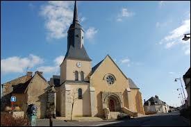 Nous sommes dans les Pays-de-la-Loire devant l'église Sainte-Marie-Madeleine de La Chapelle-du-Bois. Village de l'arrondissement de La Ferté-Bernard, dans la région naturelle du Perche, il se situe dans le département ...
