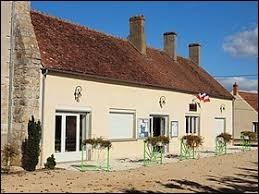 Petit tour dans le Centre-Val-de-Loire, à Mézières-en-Gâtinais. Appelé précédemment Mézières-sous-Bellegarde, ce village de la région agricole du Gâtinais riche se situe dans le département ...
