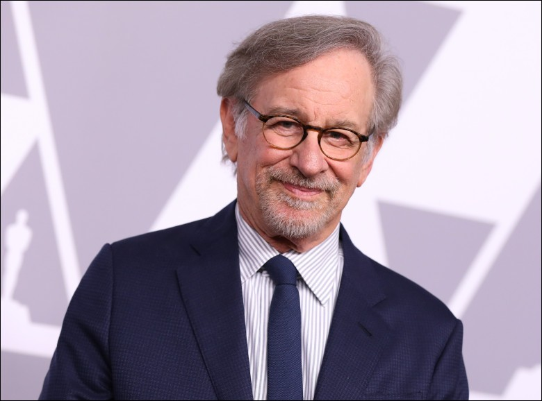 """Réalisateur américain bien connu, notamment pour le film """"Les Dents de la mer"""", voici … Spielberg."""
