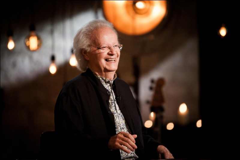 Il a composé au piano les mélodies de nombreuses chansons de Jacques Brel et était l'époux de Juliette Gréco. C'est … Jouannest.