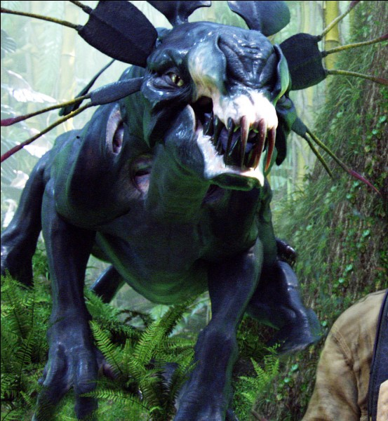 Comment Jake échappe-t-il au Thanator après une longue et dangereuse course-poursuite dans la forêt ?