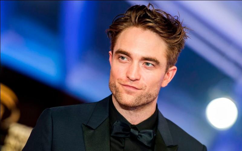 Robert Pattinson joue le rôle de ...