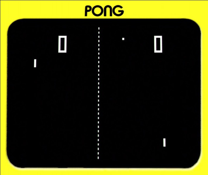 Commençons par le commencement. Le PONG est le 1er jeu a être un grand succès en 1972, d'abord en borne d'arcade et puis timidement sur la 1re console de salon de l'histoire nommée...